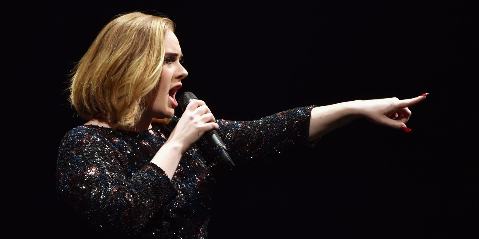 adele-estalla-contra-una-fan-en-pleno-concierto