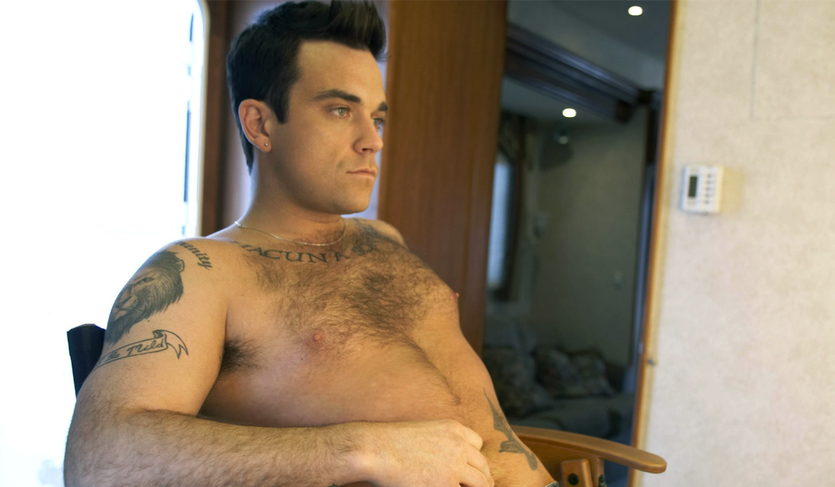 video-robbie-williams-se-desnuda-celebrando-su-cumpleanos-42